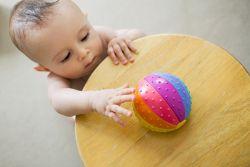11 месеци развоја деце који би требали бити у могућности