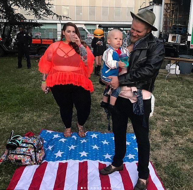 Тесс и Ник Холлидей со своим общим сыном Боуи