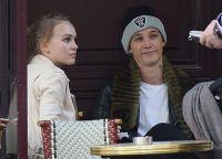 На следующий день влюбленные решили посидеть в парижском кафе
