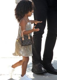 Норт Уэст с сумочкой Louis Vuitton