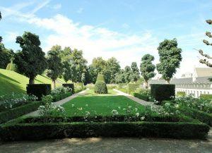 Парк вокруг монастыря