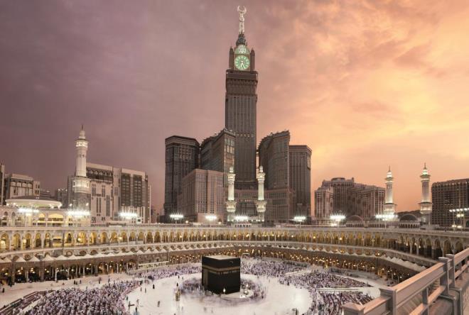 Небоскреб и мечеть расположены по соседству