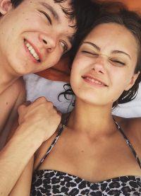 Эйса Баттерфилд и Элла Пернелл счастливы вместе