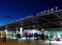 Paphos International Airport в вечернее время тоже принимает пассажиров