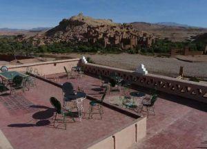 Открытая терраса La Fibule d'Or с видом на Айт-Бен-Хадду