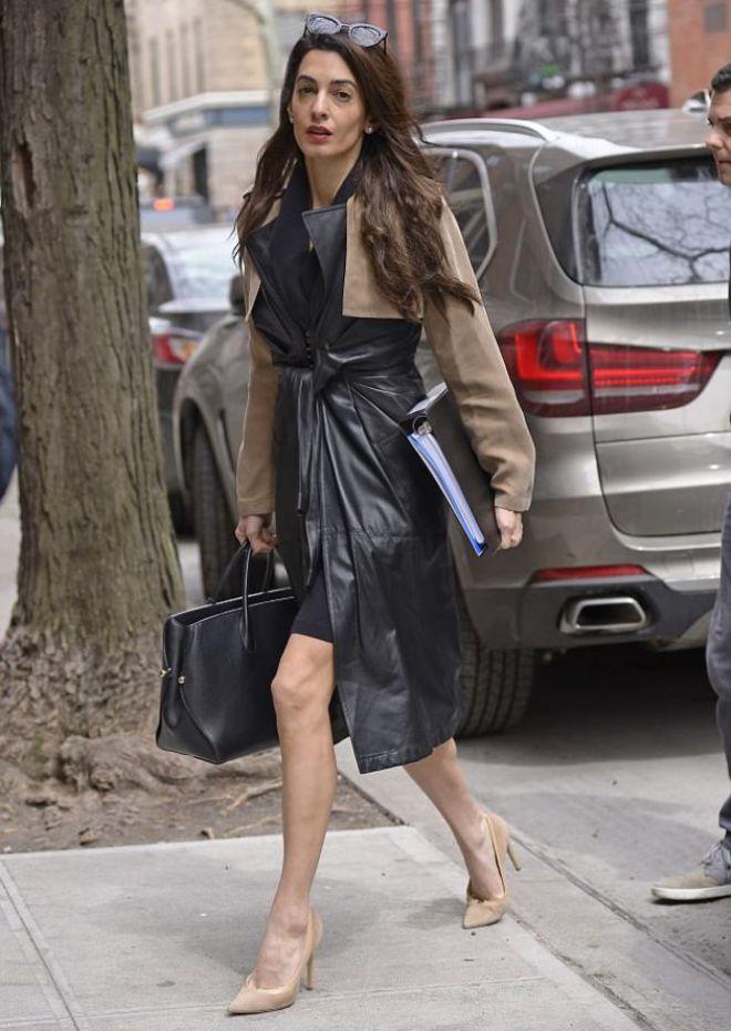 Амаль появилась перед журналистами в стильном образе