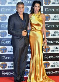 Амаль и Джордж Клуни на премьере фильма Земля будущего в Токио