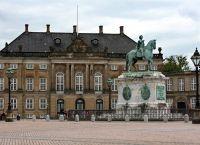 Памятник королю Фредерику V