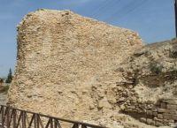Остатки городской стены в Аматусе
