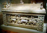 Древний саркофаг из Аматуса