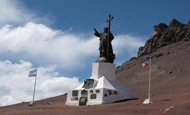 Памятник на границе Аргентины и Чили