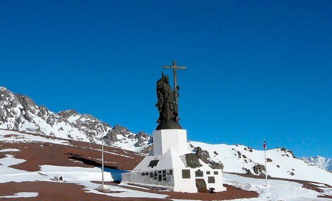 Внушительная скульптура Христа Искупителя