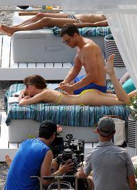 Джейми делал массаж Дакоте