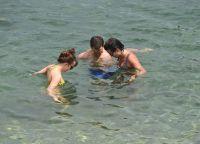 Дорнан с женой и Дакота часто плавали вместе