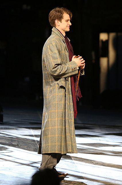 Эндрю Гарфилд во время пьесы Ангелы в Америке