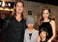 Анджелина Джоли, Брэд Питт с сыновьями