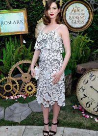 Энн Хэтэуэй побывала на мероприятии, посвященном фильму «Алиса в Зазеркалье» в