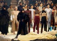 В предыдущих показах у Канье принимали участие разные модели