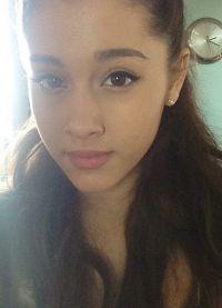 Ariana Grande bez makeupu 5