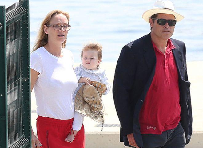 Ума Турман с дочерью и Арпад Бюссон