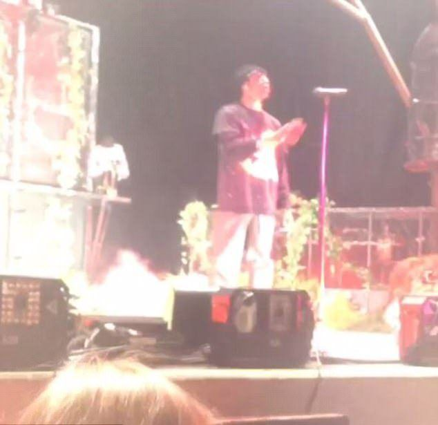 Трэвис Скотт во время своего концерта в Роджерсе, штат Арканзас
