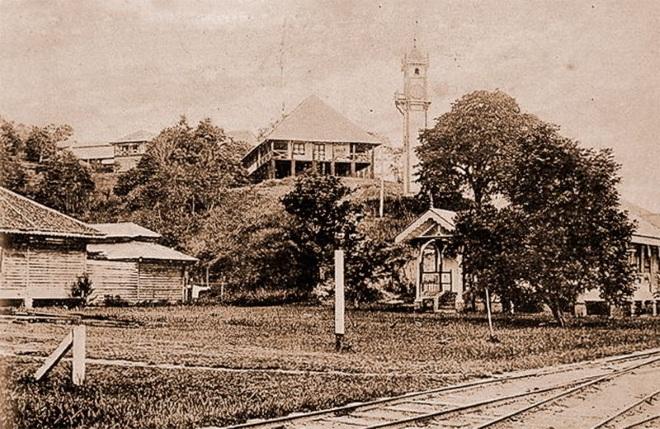 Одна из первых фотографий башни