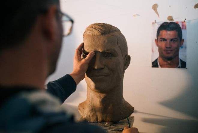 Год назад скульптор создал неудачный бюст Роналду