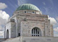Здание построено в византийском стиле