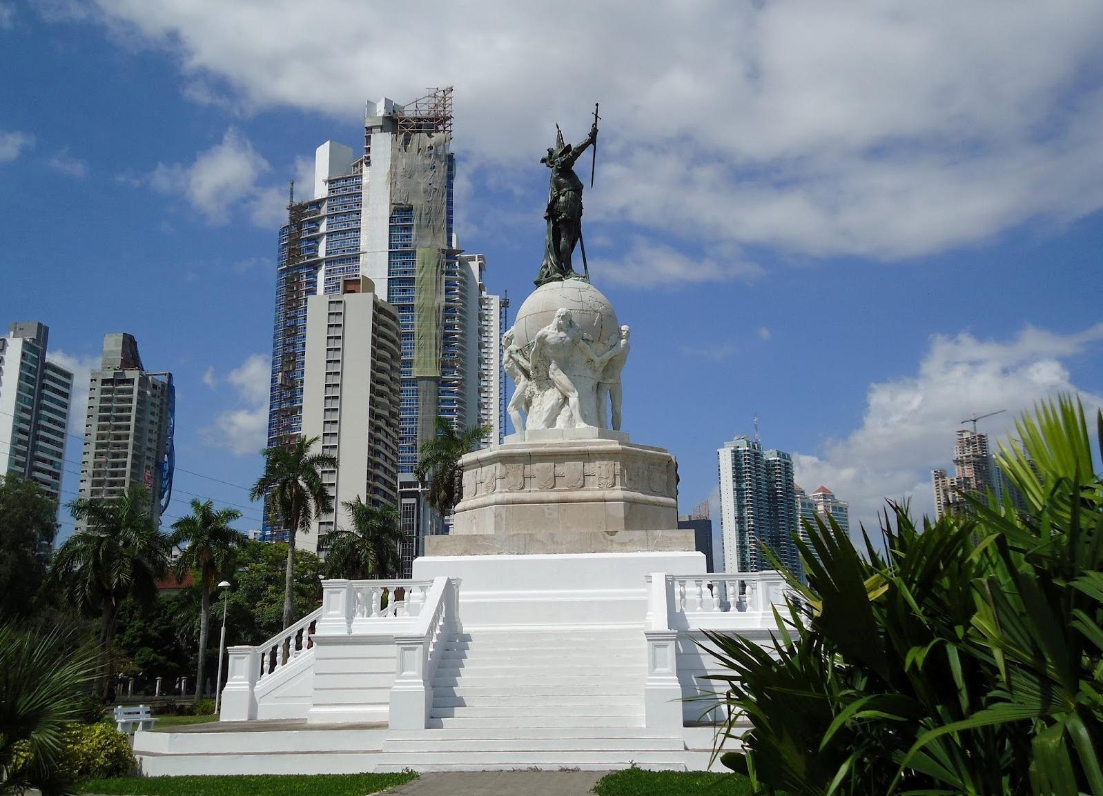 Памятник Васко Нуньесу де Бальбоа