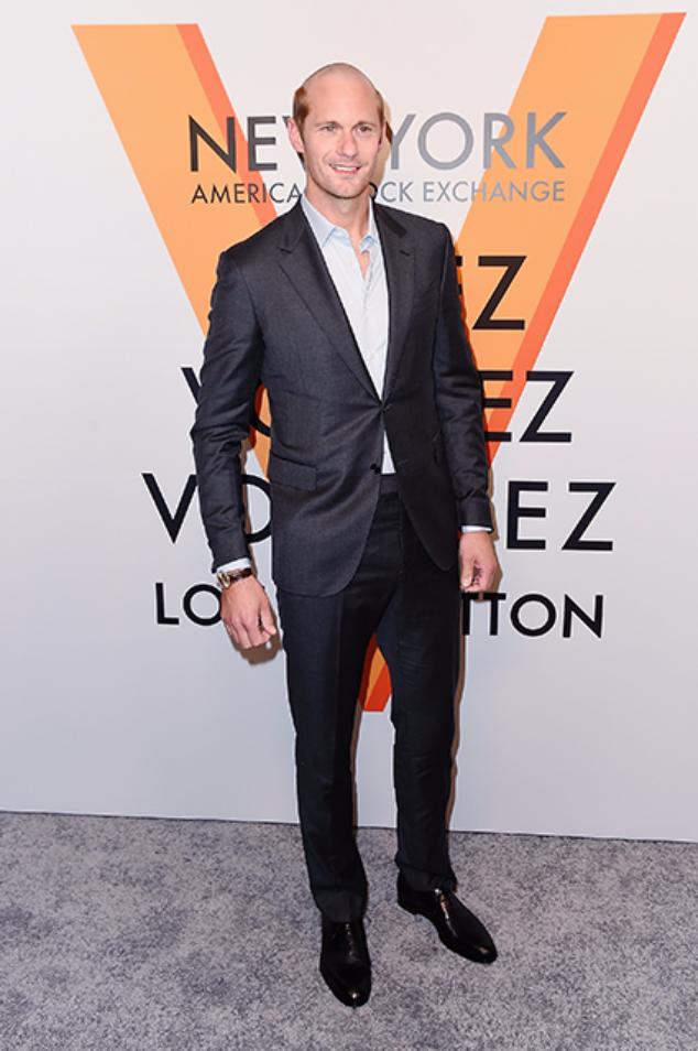 Александр Скарсгард на выставке Volez Voquez Voyagez Louis Vuitton в Нью-Йорке