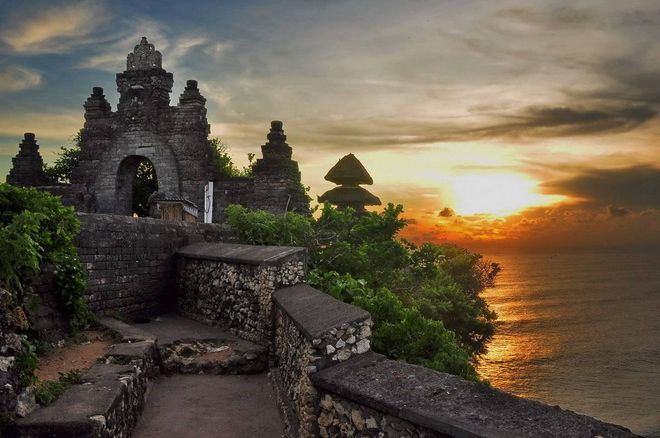 Храм Пура Лухур Улувату, Бали