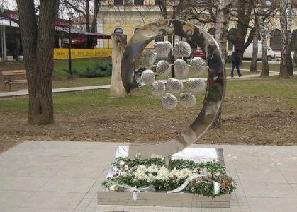 Памятник 12 младенцам в Баня-Луке