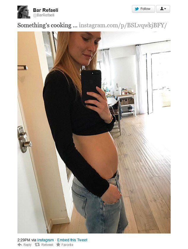 Бар Рафаэли сообщила, что ждет ребенка на своей странице в Instagram