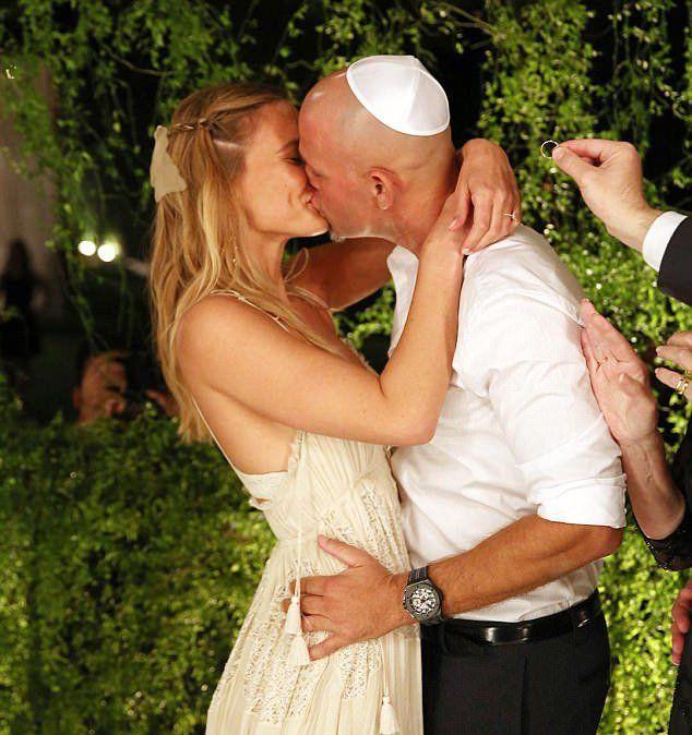 Бар Рафаэли и Ади Эзре вступили в брак в сентябре 2015 года