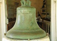 Старинный колокол - историческая реликвия Церкви Сент-Джеймс