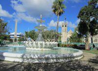 Фонтан-Дельфин на Площади Национальных героев