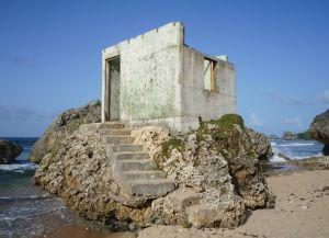 Заброшенный каменный дом