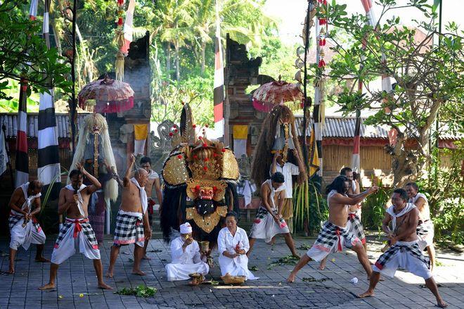 Спектакль в деревне Батубулан