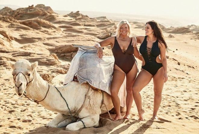 Модель plus-size Эшли Грэм в пляжной фотосессии вместе с мамой