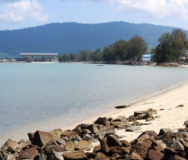 Пляж возле аэропорта