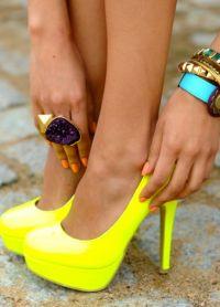 Piękne wysokie buty na obcasie 6