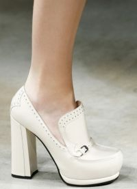 Piękne wysokie buty na obcasie 7