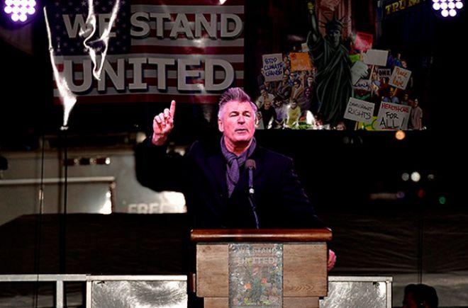 Алек Болдуин на марше протеста против Дональда Трампа в Нью-Йорке