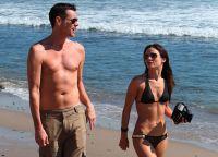 Кэтриона Уайт и Джим Керри на пляже