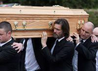 Джим Керри на похоронах Кэтрионы Уайт