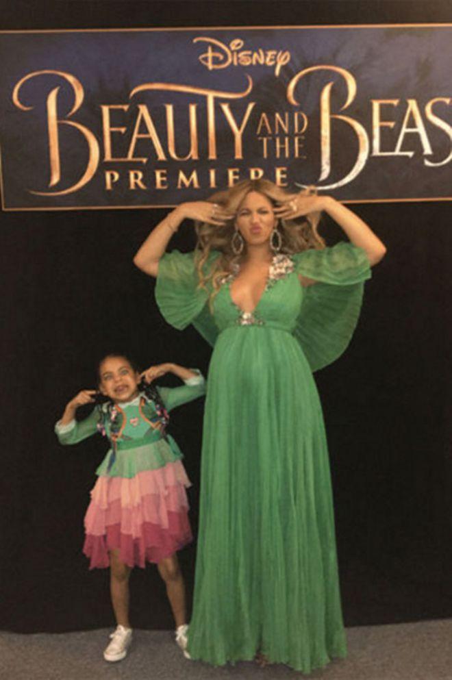 Бейонсе с дочкой на премьере «Красавица и чудовище»