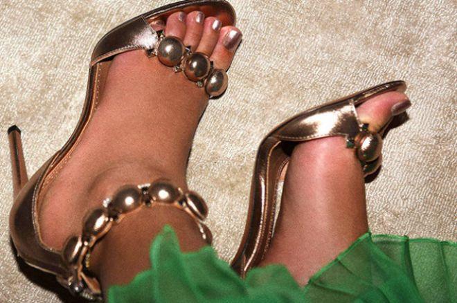 Бейонсе показала, как у нее отекли ноги на премьере «Красавицы и чудовища»