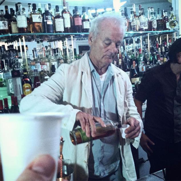 Билл Мюррей поработал барменом