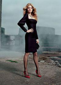 Černé šaty s červenými botami 1