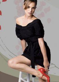 Černé šaty s červenými botami 4